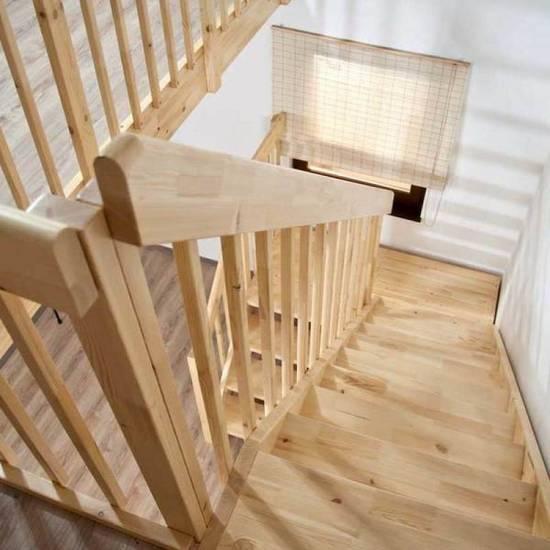 Деревянная лестница с площадкой из дуба, ЛС-001