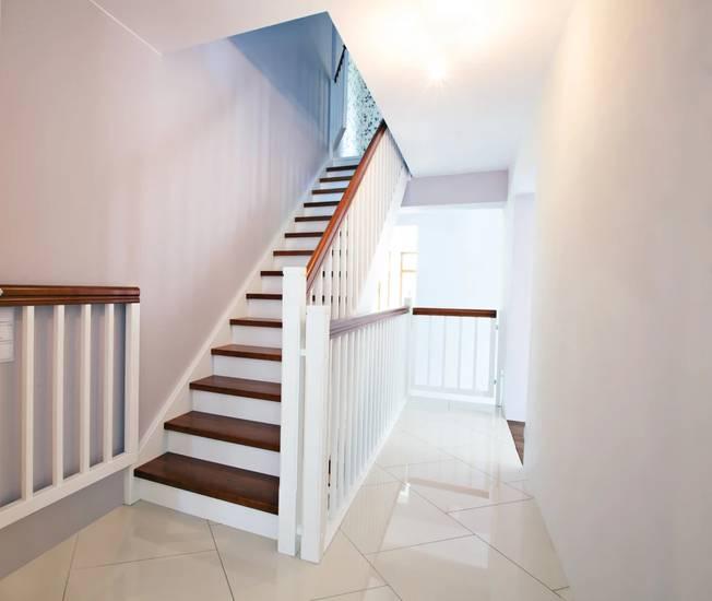 понять где одномаршевые лестницы на второй этаж фото пределах