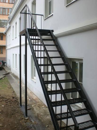 Деревянная П-образная лестница из бука, ЛС-076