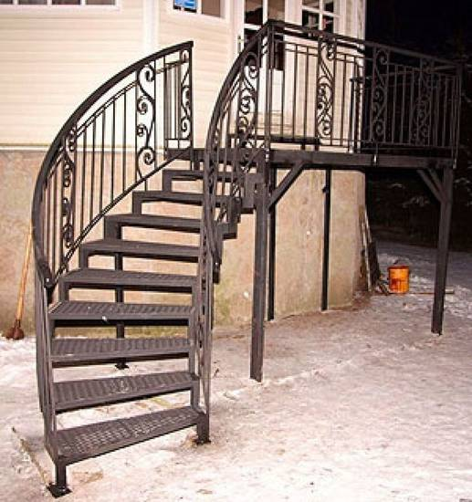 Металлическая наружная лестница с поворотом, ЛС-108