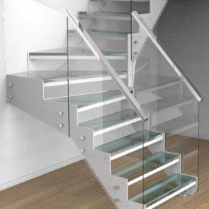 Металлическая лестница ЛС-110 с поворотом со стеклянным ограждением