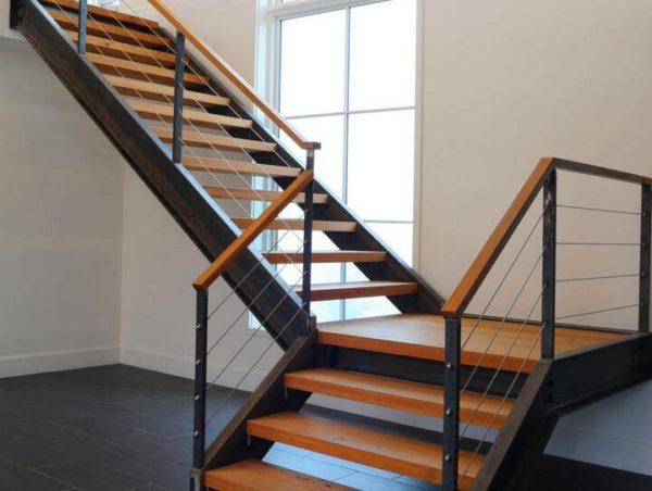 Металлическая лестница с поворотом на заказ, ЛС-114