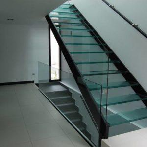 Металлическая лестница ЛС-115 со стеклянным ограждением