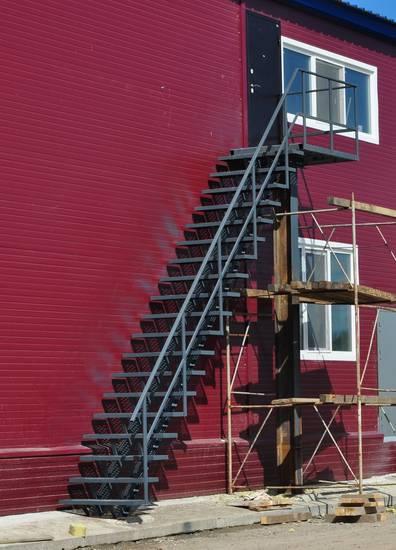 Металлическая пожарная лестница, ЛС-122