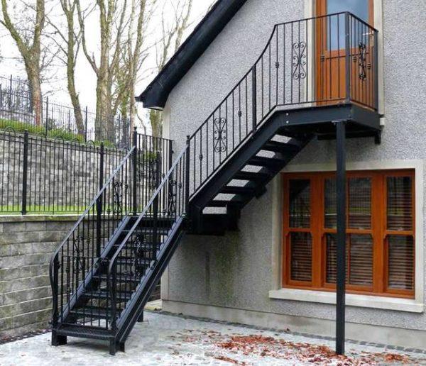 Металлическая Г-образная пожарная лестница, ЛС-124