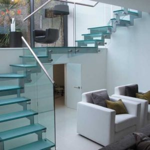 Стеклянная лестница с поворотом на второй этаж, ЛС-132