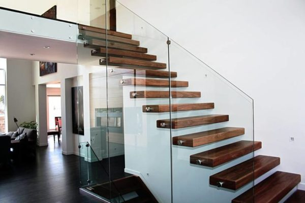 Стеклянная прямая лестница на второй этаж, ЛС-135